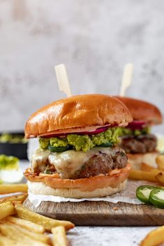 Gourmet Burgers, Turkey Burgers, Burger Recipes, Seafood Recipes, Grilling Burgers, Chicken Recipes, Jalapeno Burger, Jalapeno Cheese, Quick Pickled Onions