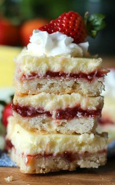 These Strawberry Lemon Cheesecake Bars are the best fruity desserts for the summertime. Fresh and tangy treats made with a buttery shortbread crust! Lemon Cheesecake Bars, Cheesecake Recipes, Cookie Recipes, Dessert Recipes, Cheesecake Bites, Cheesecake Strawberries, Cookie Desserts, Oreo Dessert, Dessert Bars