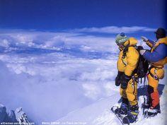 Dimanche 8 Septembre 2002, après 4 jours d'ascension de l'Everest (8848 m alt), Marco Siffredi se prépare à rejoindre les anges... RIP Snowboard, Monte Everest, Down Suit, Just Keep Going, Climbers, K2, World, Beautiful Things, Mountain