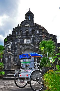 Two of Tabaco City, Albay's tourist attractions: The Cimburrio (Camposanto) of the old cemetery and the ubiquitous 'padyak'. Old Cemeteries, Project 365, Photo A Day, How To Take Photos, Cemetery, Big Ben, Philippines, Old Things, War