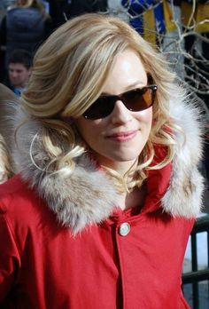 Elizabeth Banks wavy, blonde hairstyle