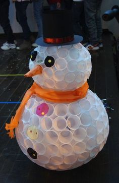 Yes, you can make a snowman with soft stuff like cotton or even white plastic cups! Unlike an actual snowman, a plastic cup snowman will never melt, K Cup Crafts, Christmas Projects, Holiday Crafts, Holiday Fun, Crafts For Kids, Diy Crafts, Christmas Ideas, Solo Cup Crafts, Holiday Parties