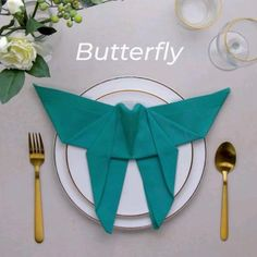 Im so ready to throw a dinner party when we get out of quarantine! Diy Crafts Hacks, Diy Crafts For Gifts, Diy Home Crafts, Diy Arts And Crafts, Crafts For Kids, Paper Crafts Origami, Diy Origami, Napkin Folding, Useful Life Hacks