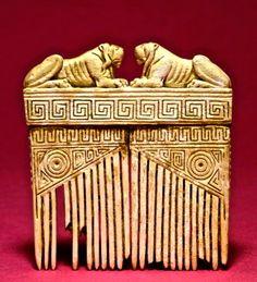 6th-5th century BCE. Etruscan Ivory Comb with Lions and 'Greek Key' and other geometric decoration. Pente Etrusco - com leões - esculpido em Marfim -  o mundo inteiro é Africano