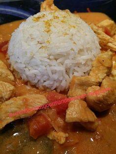 Poulet coco au curry au Companion, une pure merveille Ingrédients: 5/6 hauts de cuisses de poulet ou blancs de poulet découpés en morceaux 1 boite de lait de coco 1 boite de tomates pelées (facultatif) 1 gros oignon 2 cuillères à soupe de curry huile...