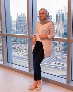 business attire hijab Work Outfits Business attire hijab & geschäftskleidung hijab & hijab de tenue professionnelle & traje de negocios hijab & business attire for young women, business attire professio Business Attire For Young Women, Summer Business Attire, Formal Business Attire, Corporate Attire, Business Casual Outfits, Office Outfits Women, Casual Work Outfits, Professional Outfits, Dress Casual
