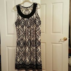 Floaty shift dress NWTS Size 2X Classy  sleeveless  shift  dress above the knee, pretty off white, gray and black colors Lavanya Dresses