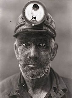 A close up portrait of a coal miner in Omar, West Virginia, by B. Anthony Stewart, National Geographic in Photography - Black & White We Are The World, People Of The World, Old Photos, Vintage Photos, Fotojournalismus, Coal Miners, Close Up Portraits, National Geographic Photos, Interesting Faces