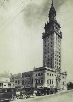 The Miami News Building designed by Schultze and Weaver was built in 1925 and owned by Ex Governor of Ohio James Middleton Cox. Notice the Houses that lined Biscayne Boulevard when photo was taken