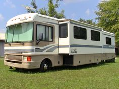 1999 Fleetwood Bounder 36s. RV for sale by owner...SOLD! www.HelpSellMyRV.com Louisville Kentucky 502-645-3124
