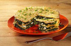 Een hartige taart met spinazie en feta maak je met de Koopmans pannenkoeken mix.