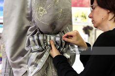 tailor works on a dress by costume designer Gabriella Pescucci for... Foto di attualità | Getty Images