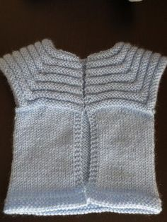 Sleeveless vest for baby. Supplies: Approximately of wool Promo End of Katia N ° 503 Needles N ° 4 marker rings, 1 hook n ° 3 3 buttons. Knitting dimensions about … Source by Tchoukiie Baby Knitting Patterns, Knitting For Kids, Loom Knitting, Baby Patterns, Knit Vest, Crochet Clothes, Knitwear, Fil Bleu, Baby Outfits