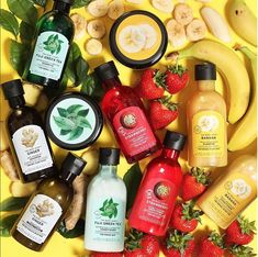 The Body Shop Shampoo and Conditioner Collection The Body Shop, Body Shop At Home, Green Tea Shampoo, Purple Shampoo, Body Shop Skincare, Body Shop Products, Beauty Products, Strawberry Shampoo, Hair Care Oil