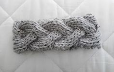 Super cute braided cable ear warmer...free knitting pattern!