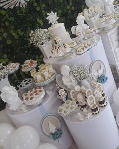 A imagem pode conter: mesa e comida Baby Shower Deco, Baby Shower Parties, Baptism Themes, First Communion Decorations, Baptism Centerpieces, Baby Dedication, Baby Christening, Girl Cakes, Dessert Table