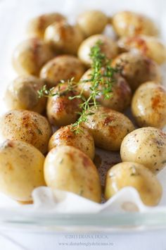 Roasted Baby Potatoes with Soy Sauce. Bake in AIRFRYER at for 25 minutes or till done. // wouldn't have thought of this one Side Recipes, Vegetable Recipes, Vegetarian Recipes, Cooking Recipes, Roasted Baby Potatoes, Actifry Recipes, Air Fried Food, Veggie Side Dishes, Air Fryer Recipes