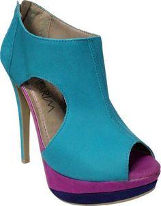 A combinação de cores foi a aposta da marca Ramarim para o verão 2013. O resultado são calçados estilos e muito confortáveis. Invista.