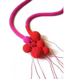ΜΗΔΕΙΑ - photo of a crochet necklace made by Teresa Degleri