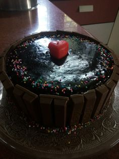 The test chocolate cake with chocolate glaze icing and lots of kitkat