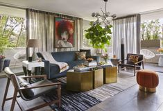 Living room with an orange and blue color combo Colour Combinations Interior, Good Color Combinations, Color Combos, Color Pairing, Color Schemes, Modern Condo, Midcentury Modern, Common Area, Elle Decor