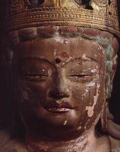 【京都・神護寺/五大虚空蔵菩薩坐像(平安初期)】いずれも90cm余の像高で、手や持ち物だけが違い、顔や姿は似ている。それぞれが黄、白、赤、緑、黒と五行をあらわす色に塗られている。春と秋に期間限定で公開される #仏像