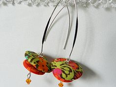 Liberty green and orange fabric earrings de la boutique Mauveetcapucine sur Etsy