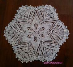 virkattu liina - crochet doily Centre Table, Bedspread, Crochet Doilies, Runners, Crochet Patterns, Bunny, Pasta, Blanket, Rugs