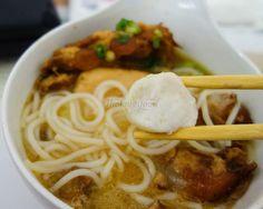 Yummy Fish Ball ~ Cá Viên Ngon Ngon ~ Tsui Wah Eatery  #tholovesfood #travel #hongkong #hongkongfood #airportfood #airport #hongkongairport #chaozhou #chaozhoufood #ricenoodle #fishricenoodle #fishnoodle #fishball #tsuiwah #breakfast #transit #trip #hk #hkfood #hkeats #hongkongeats Airport Food, Rice Noodles, Love Food, Fish, Breakfast, Ethnic Recipes, Travel, Morning Coffee, Viajes