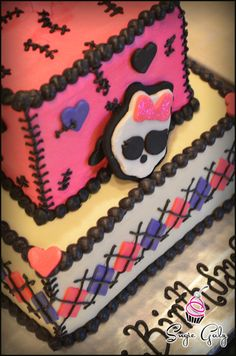 Love this fun Pink and Purple theme Monster High birthday cake by Sugie Galz - Check out the Fondant Skull to top off the deco!