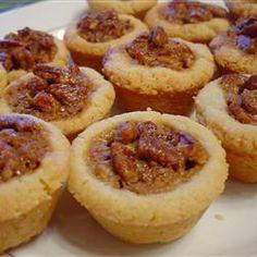 Un delicioso relleno de nueces con azúcar morena y un toque de vainilla, sobre una costra hecha con queso crema.