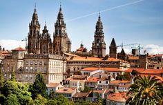 Santiago de Compostela se viste de fiesta en su día grande. Felices Fiestas!