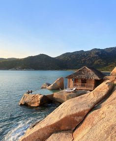 Luxury villas blended with a lush jungle or landscaped into huge granite boulders, an idyllic bay in a remote peninsula… and its own time zone—Six Senses Ninh Van Bay has the perfect recipe for a beautiful, rustic retreat. Vietnam Hotels, Luxury Villa, Rustic Chic, Hotel Reviews, Beach Resorts, Luxury Travel, Villas, Granite, Lush