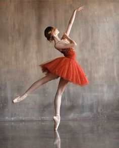 Our dance dress series is packed with outstanding inspiration for all your exhibits and shows. Ballet Painting, Dance Paintings, Ballet Art, Ballet Dancers, Ballerinas, Dance Photography Poses, Dance Poses, Ballerina Photography, Ballet Pictures