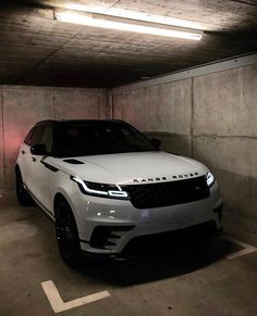 Ideas Luxury Cars Range Rover Velar – w h i p z – Super Autos Luxury Sports Cars, Top Luxury Cars, Sport Cars, Bmw Sport, Range Rover Preto, Bmw F 800 R, Nissan Gt R, Lux Cars, Bmw I8