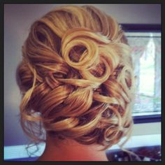 Romantic wedding hair updo, love this for you @Linsey West Romantic Wedding Hair, Wedding Beauty, Wedding Updo, Wedding Hair And Makeup, Bridal Hair, Formal Hairstyles, Bride Hairstyles, Pretty Hairstyles, Bridesmaid Hair Updo