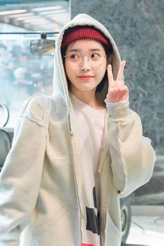 Image about kpop in IU 🌹 by Bbibbi ♡ on We Heart It Iu Fashion, Korean Fashion, Fashion Looks, Korean Actresses, Korean Actors, Pretty People, Beautiful People, Prity Girl, Kpop Outfits
