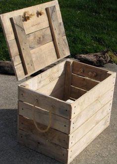 ideas de baúles de palets para almacenar tus cositas – I Love Palets DIY Cool Pallet Box Storage Pallet Boxes, Pallet Crates, Wooden Pallets, Wood Boxes, Pallet Wood, Pallet Trunk, Pallet Furniture Plans, Furniture Projects, Diy Furniture
