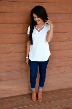 The perfect basic top you need in your life! Pair with dark distressed denim and booties for a relaxed but put together look.