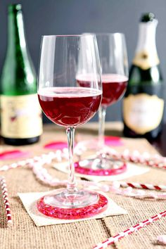 Pop the bubbly and mix up a delightful Framboise Champagne Cocktail tonight! This twist on classic beer cocktail features two ingredients: Lindeman's Framboise Lambic, which is a raspberry beer, and champagne. Champagne Cocktail, Cocktail Drinks, Cocktail Recipes, Alcoholic Drinks, Drinks Alcohol, Sparkling Wine, Refreshing Cocktails, Fun Cocktails, Yummy Drinks