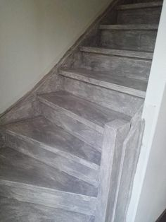 Betonlook verf / Effect Paint - Soft Grey - - - Meest Populair! Hardwood Floors, Flooring, Industrial, My House, New Homes, Stairs, Interior, Painting, Inspiration