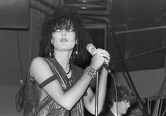 Siouxsie Sioux with John McGeoch in the background, 1981