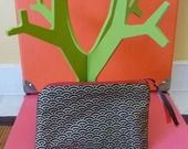 Aller simple pour Tokyo Vol n° 126 - Pochette Taille moyenne Tissu Japonais Noir à motifs graphiques dorés et zip rouge : Porte-monnaie, portefeuilles par une-embellie