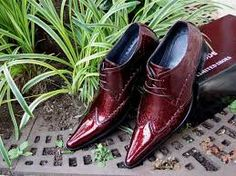 Dapper shoes is an online store which provides brown shoes, black leather shoes for men, online shoes shopping for flexible rates in India.