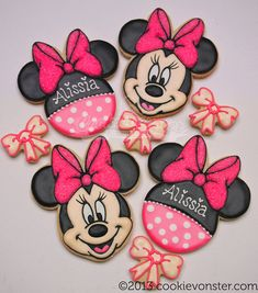 Minnie Mouse Face and Bow decorated cookies / galletas decoradas. Cookies For Kids, Fancy Cookies, Iced Cookies, Cute Cookies, Cupcake Cookies, Sugar Cookies, Party Cupcakes, Minnie Mouse Cookies, Disney Cookies