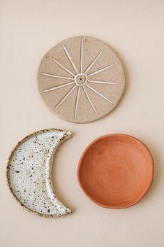 Diy Air Dry Clay, Diy Clay, Clay Crafts, Clay Art Projects, Ceramics Projects, Ceramics Ideas, Diy Incense Holder, Ceramic Incense Holder, Clay Christmas Decorations