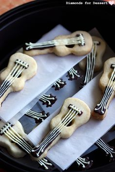 Recipe for ukulele shortbread cookies. Cute Food, I Love Food, Yummy Food, Cupcakes, Cupcake Cookies, Shortbread Cookies, Instruments, Food Test, Cookie Decorating