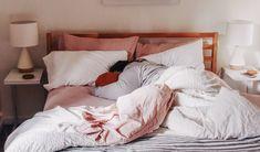 Dicas infalíveis para acordar cedo e com disposição para ter um dia produtivo - Produtividade para blogueiras e empreendedoras :: Cores & Flores Blog Home Office, Furniture, Home Decor, Motorhome, Accounting, Internet, Selfie, Cooking, Paper