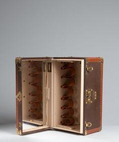 484abf1f7036 Louie Vuitton. Travel LuggageLuggage   BagsVanity casesVintage Vanity Brown  leatherLouis ...