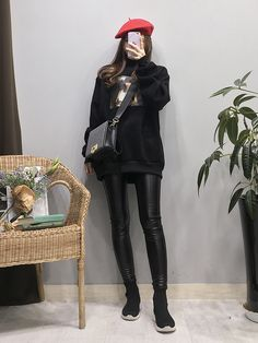Korean Fashion Trends you can Steal – Designer Fashion Tips Korean Fashion Trends, Korean Street Fashion, Korea Fashion, Fashion 101, Asian Fashion, Girl Fashion, Womens Fashion, Chic Black Outfits, All Black Outfit